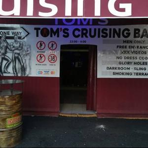 Tom's Cruising Bar